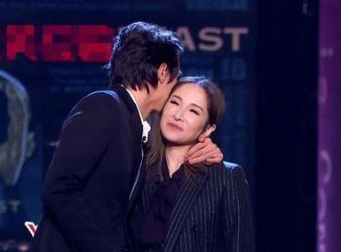 萧亚轩带小16岁男友录节目 满脸娇羞讲悄悄话