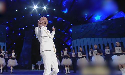 张卫健表演奇幻歌舞《新年快乐》