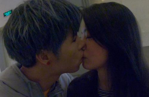 国内第一接吻网红搭讪新加坡妹子成功,你猜结果如何