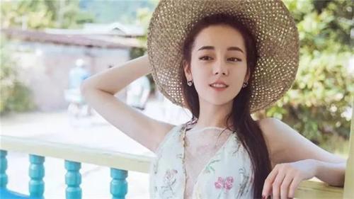 金鹰节热巴连收4项大奖,网友不爽,漂亮的李慧珍惨遭刷差评