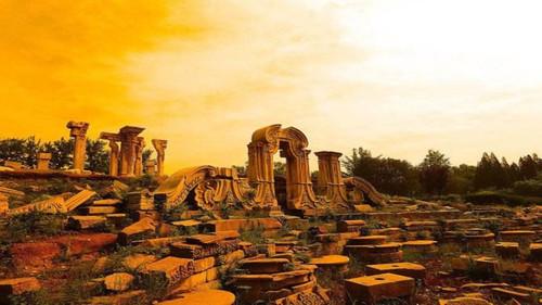 八国联军来中国的时候,圆明园被烧了,紫禁城为什么能躲过一劫?