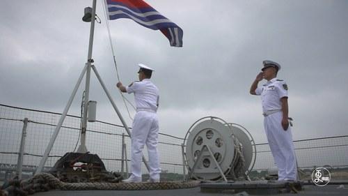 征战34年,国产第一代导弹驱逐舰南昌舰退役,老兵这一举动令人动容