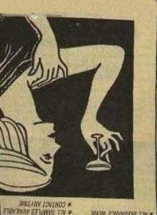 一个女人举着酒杯倒看有亮点图片