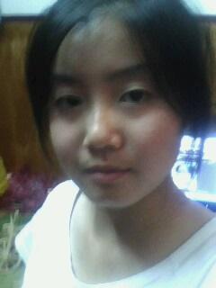 女生,20岁,不是学生了,头发很多,想剪个短发,什么短发图片