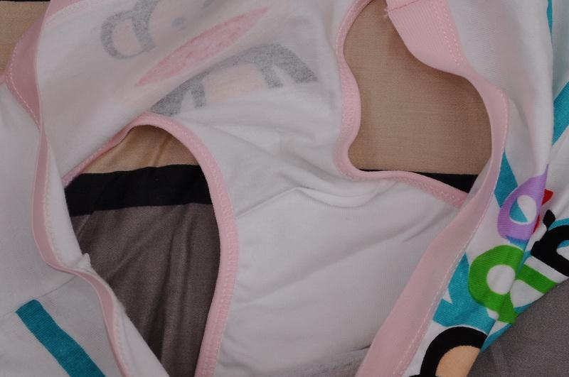 10岁_十岁小女孩近来内裤上老有一些尿液,是什么原因