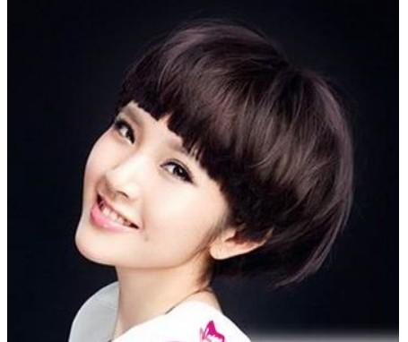 初一要求剪短发,刘海不过眉,前不遮耳,后不触领的短发图片