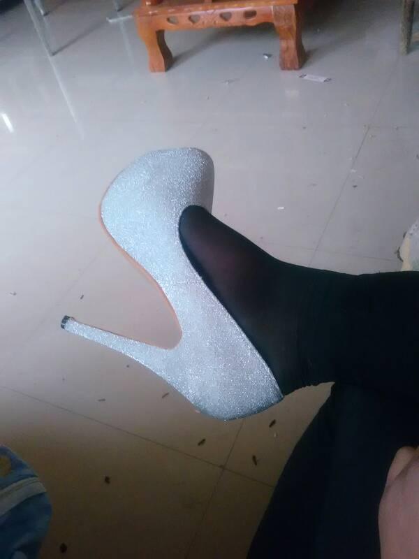 我喜欢穿高跟鞋 但我166穿14厘米高跟鞋 竖
