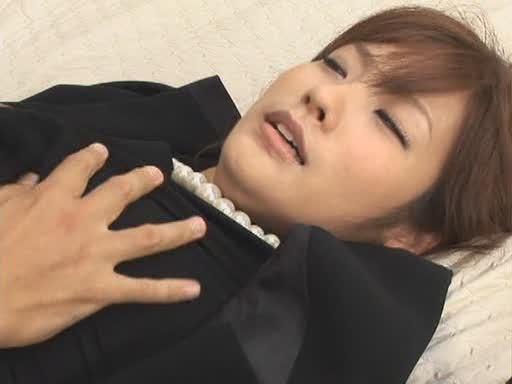 日本电影《美女狩猎》里这个女优叫什么