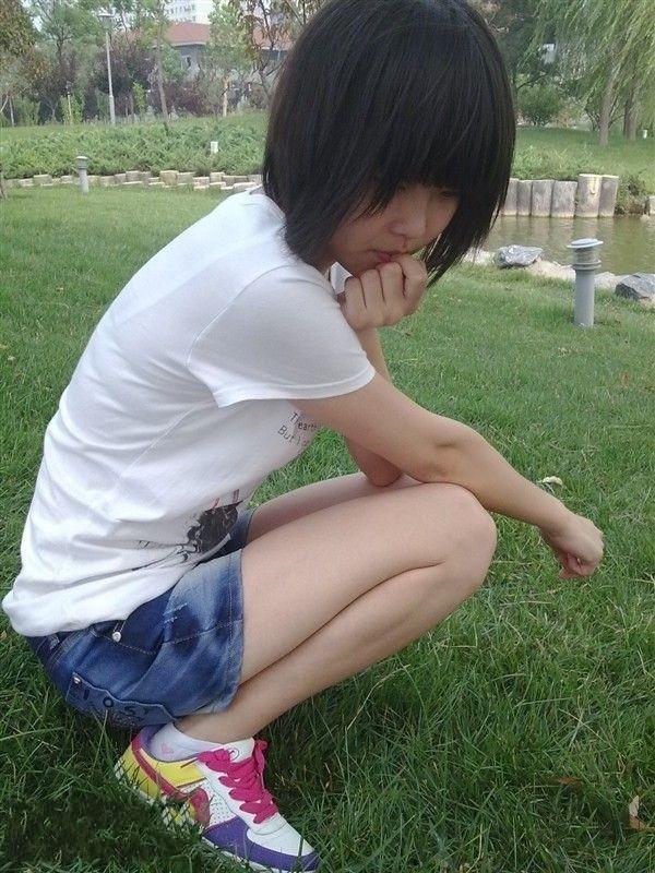 女孩白袜板鞋; 谁给我发几张女生 白袜 的图片-白袜女孩相册图片
