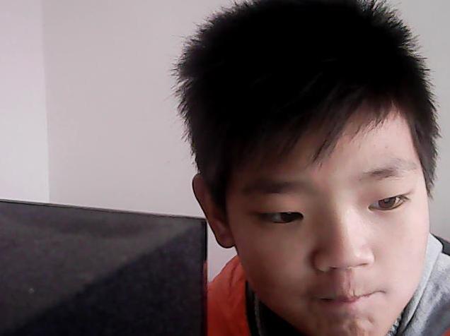 为什么我小时候是直发,直到初一的时候就变成卷发图片