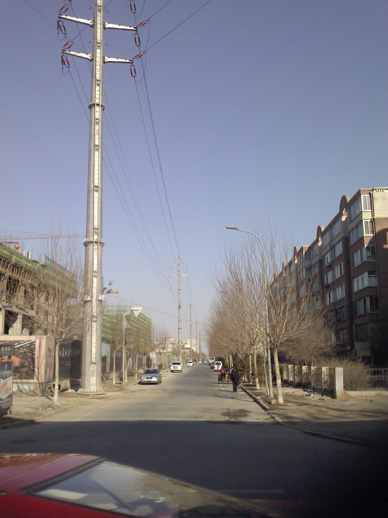 照片看出来吗 长春市跟临河街交汇的威海路 那边的高压线高清图片