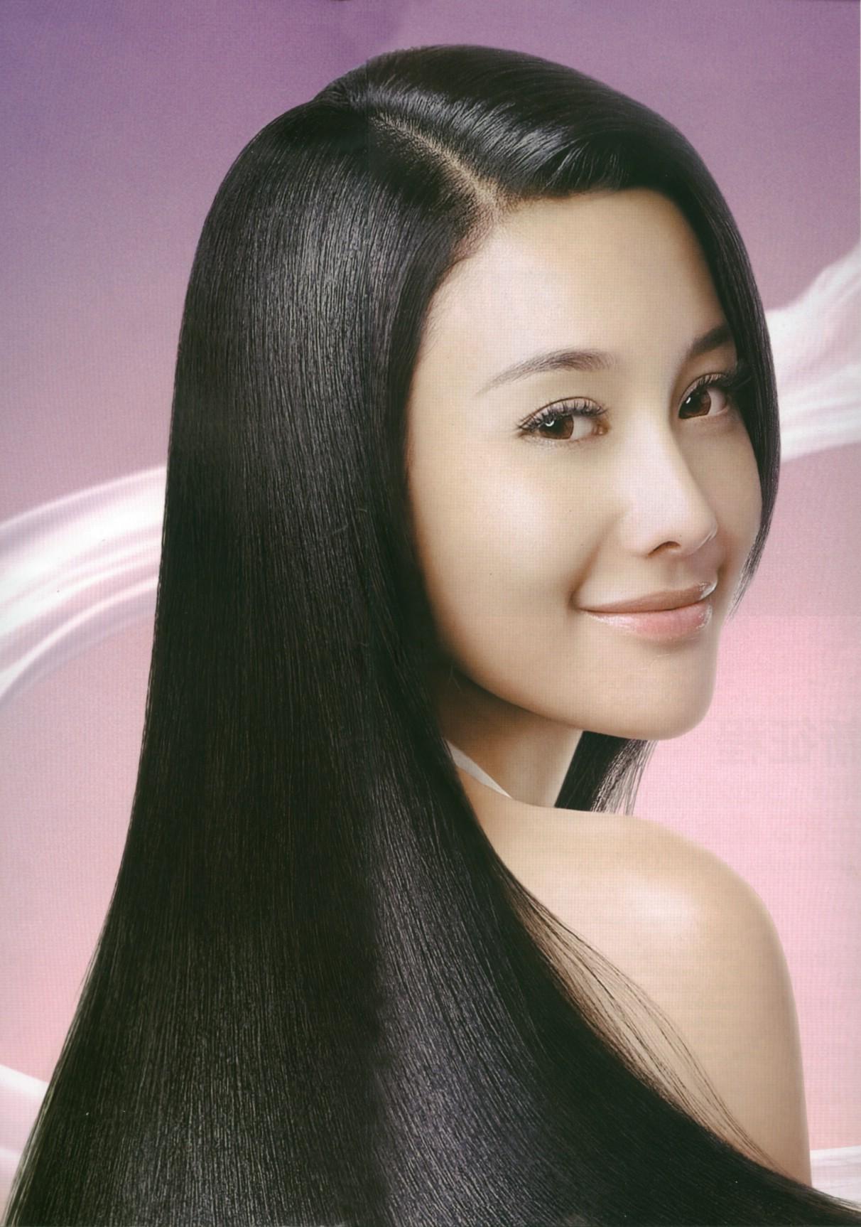 谁有舒蕾新蚕丝柔滑洗发露那个美女模特的平面广告啊