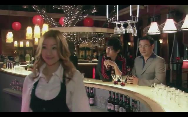 (640x400); 爱情公寓2第9集里面沈临风好上的那个女酒保是谁演的?