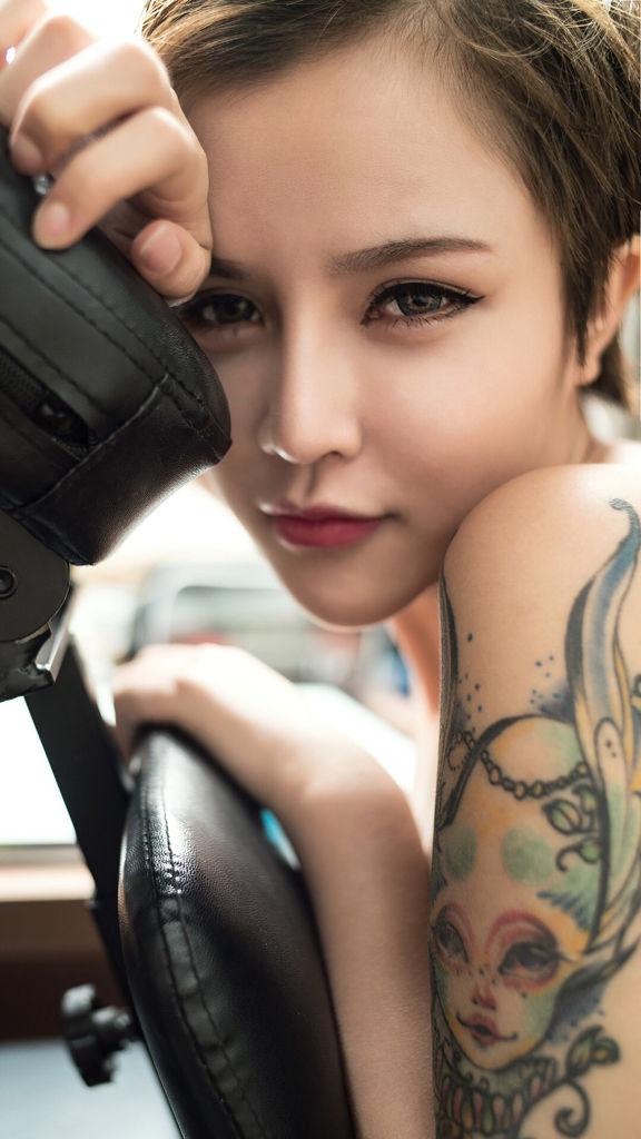 短发女简笔画纹身分享展示图片