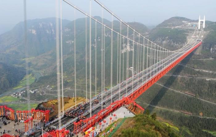 昨天上午10点20分,在湖南省吉首矮寨特大悬索桥上 ...
