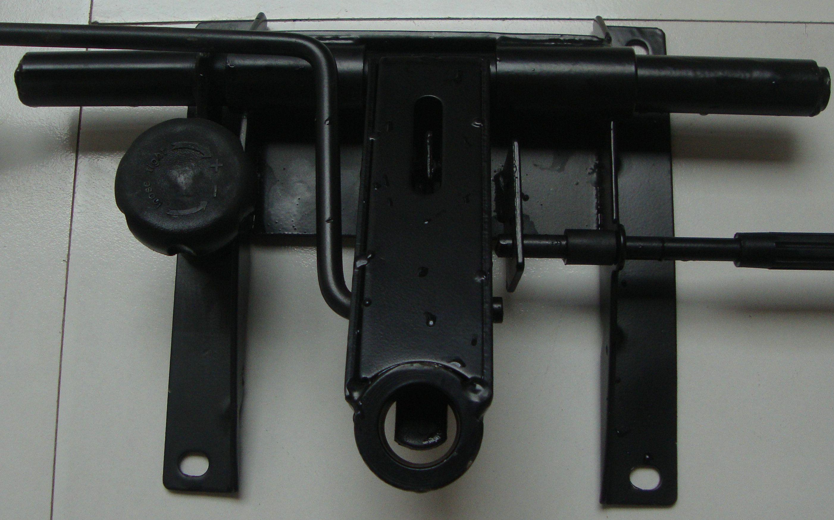 转椅五爪底座断裂一个(有图),怎样拆卸焊接?