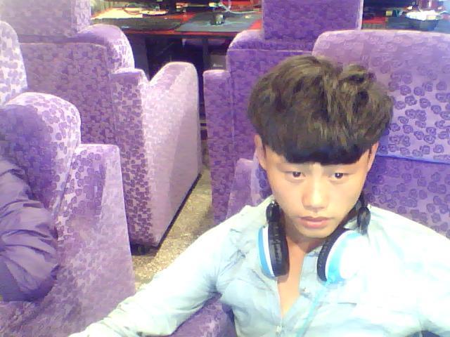 使头发与鼻子距离拉长;  (3)大耳朵:不宜剪平头或太短的发型,应留盖耳图片