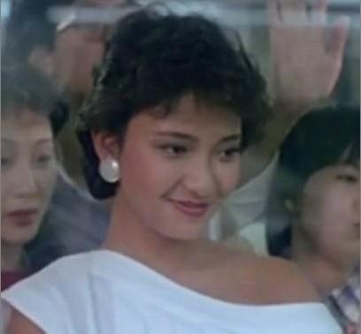 请香港电影达人告诉我这位美女叫啥