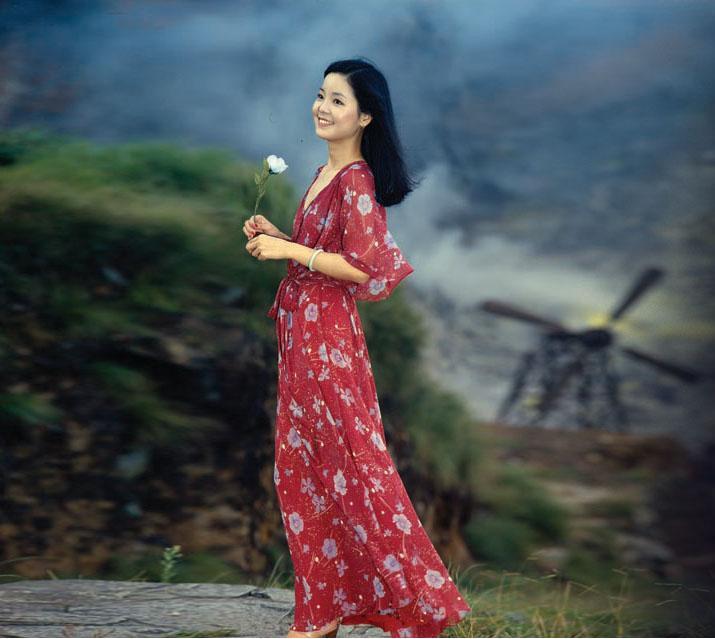 邓丽君这张红色连衣裙的照片谁有?