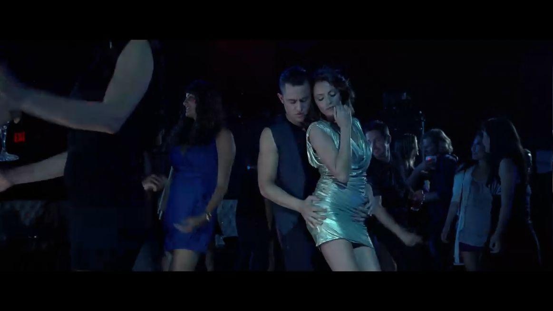 男主角每次在酒吧和美女热舞时的