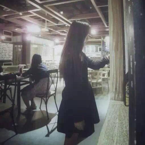 唯美女生图片频道精心打造好看唯美女生背影图片,看着舒服的唯美