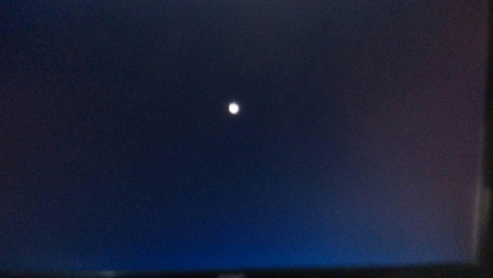 win7开机到这个画面然后就黑屏了,进不了桌面.图片