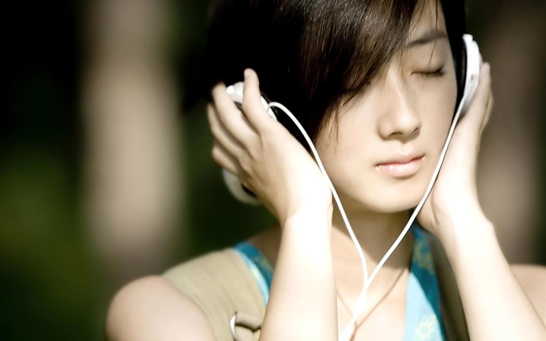 音乐广告中的美女是谁?