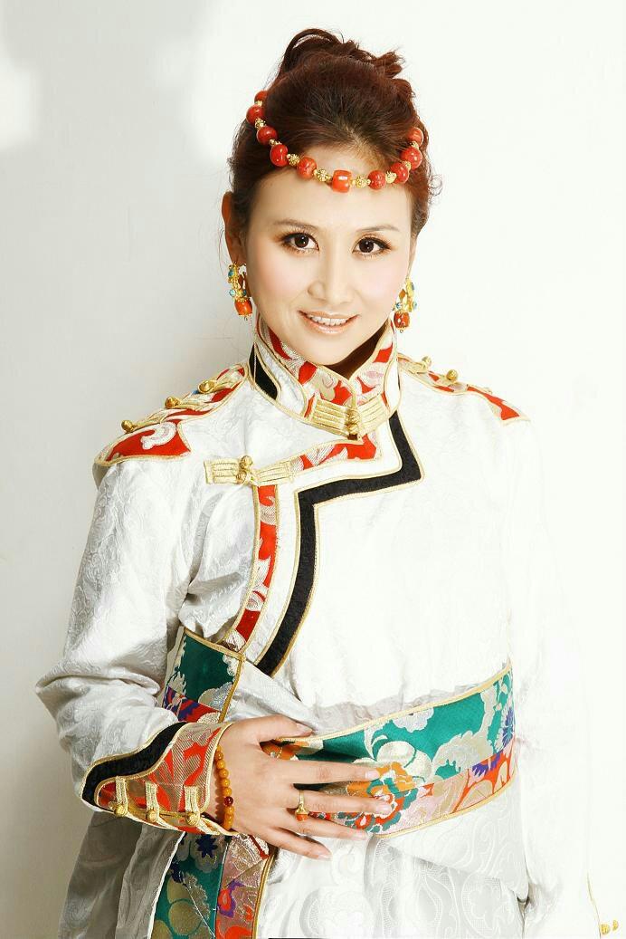 央金兰泽,出生于青海省玉树藏族自治州结古镇,中国大陆女歌手,玉树州