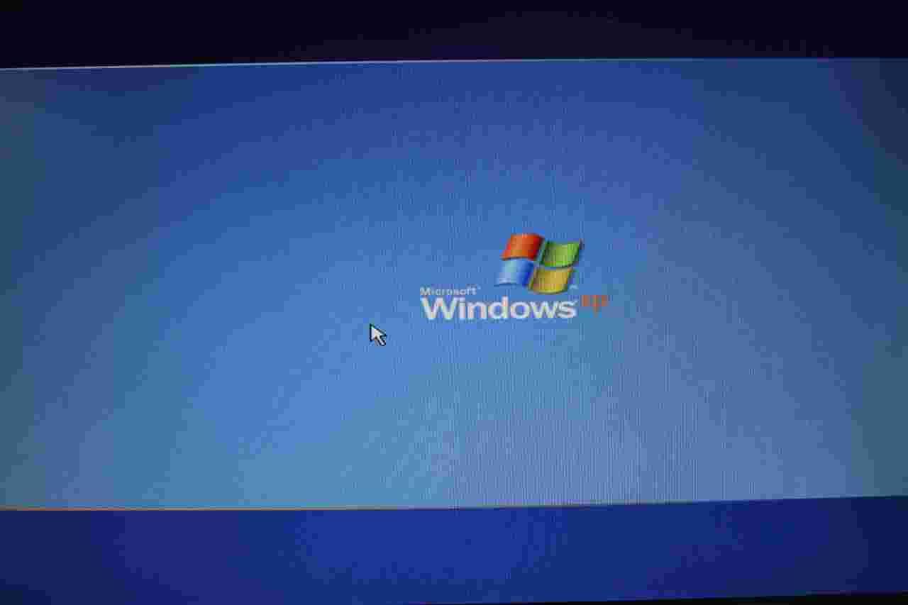 安装xp系统时卡在windowsxp logo界面图片