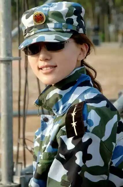 我想要一张军装照 有穿军装的美女吗?