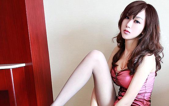 请教各位大虾这个美女叫什么名字?