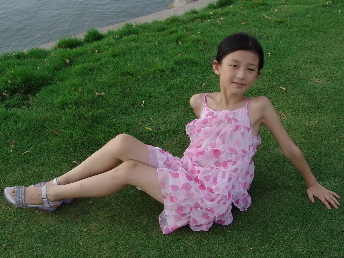 谁有11――14岁女孩赤脚穿凉鞋或赤脚的照片