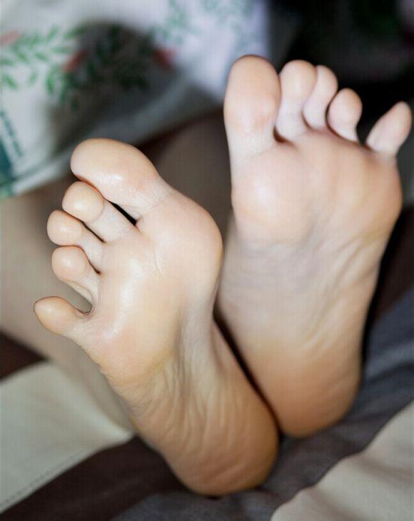 求看看美女的脚