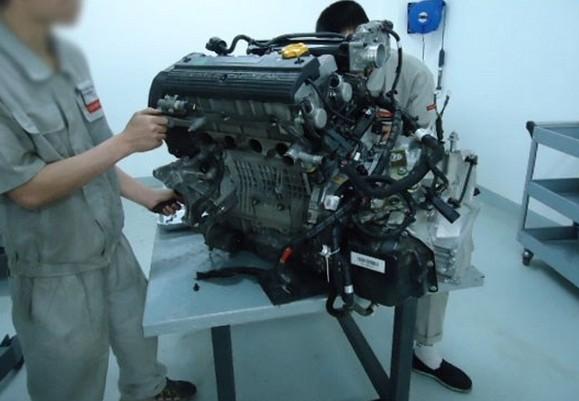 对   上汽荣威550(1 .8t 18k4g)发动机正时传动带拆卸方法   高清图片