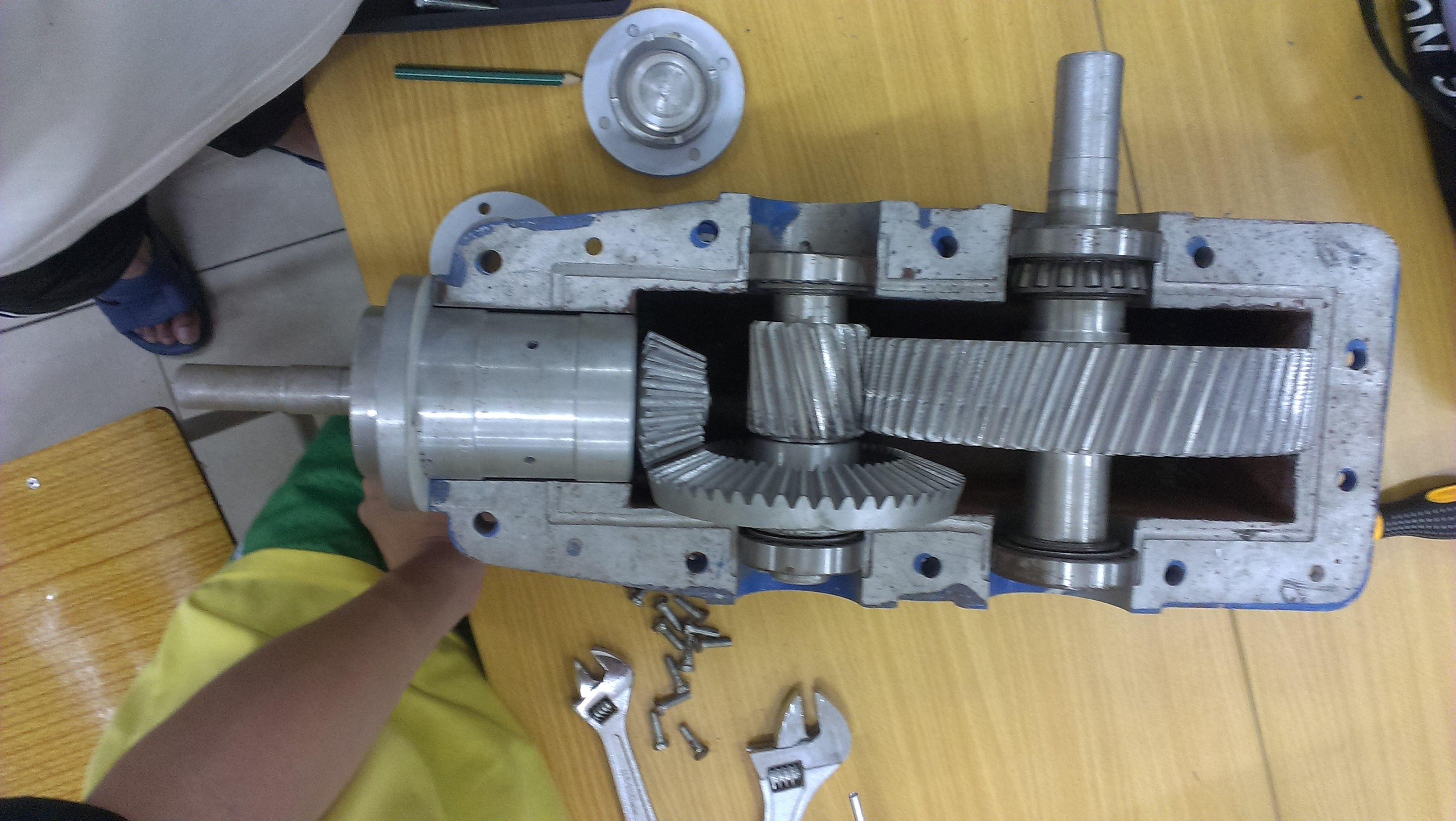 二级减速器装配图内容二级减速器装配图版面设计图片