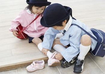 谁能给我几张小孩穿袜子的图片图片
