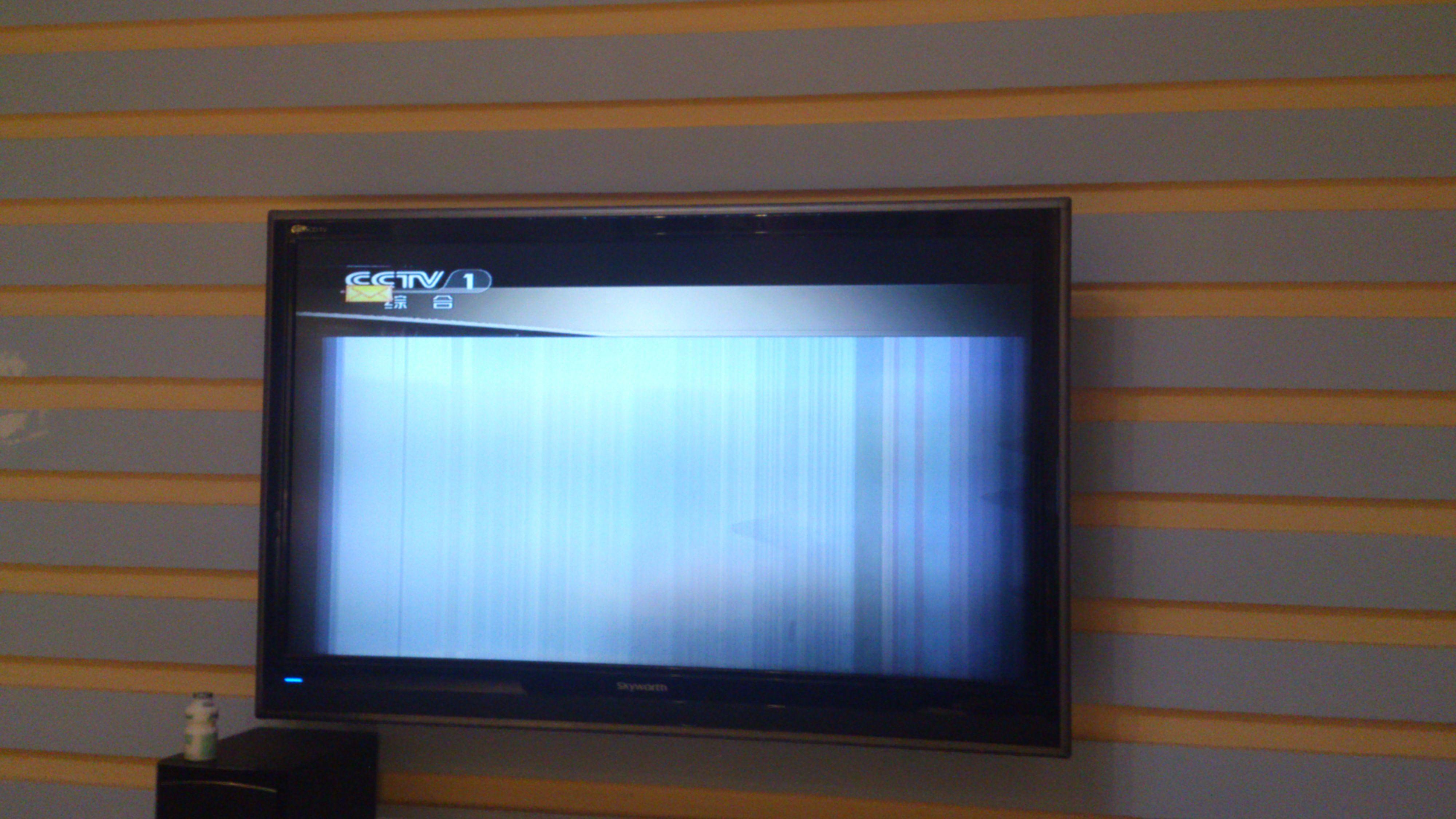 放到中午的时候,就是液晶屏幕下2/3部分开始花屏,呈竖条状,声音图片