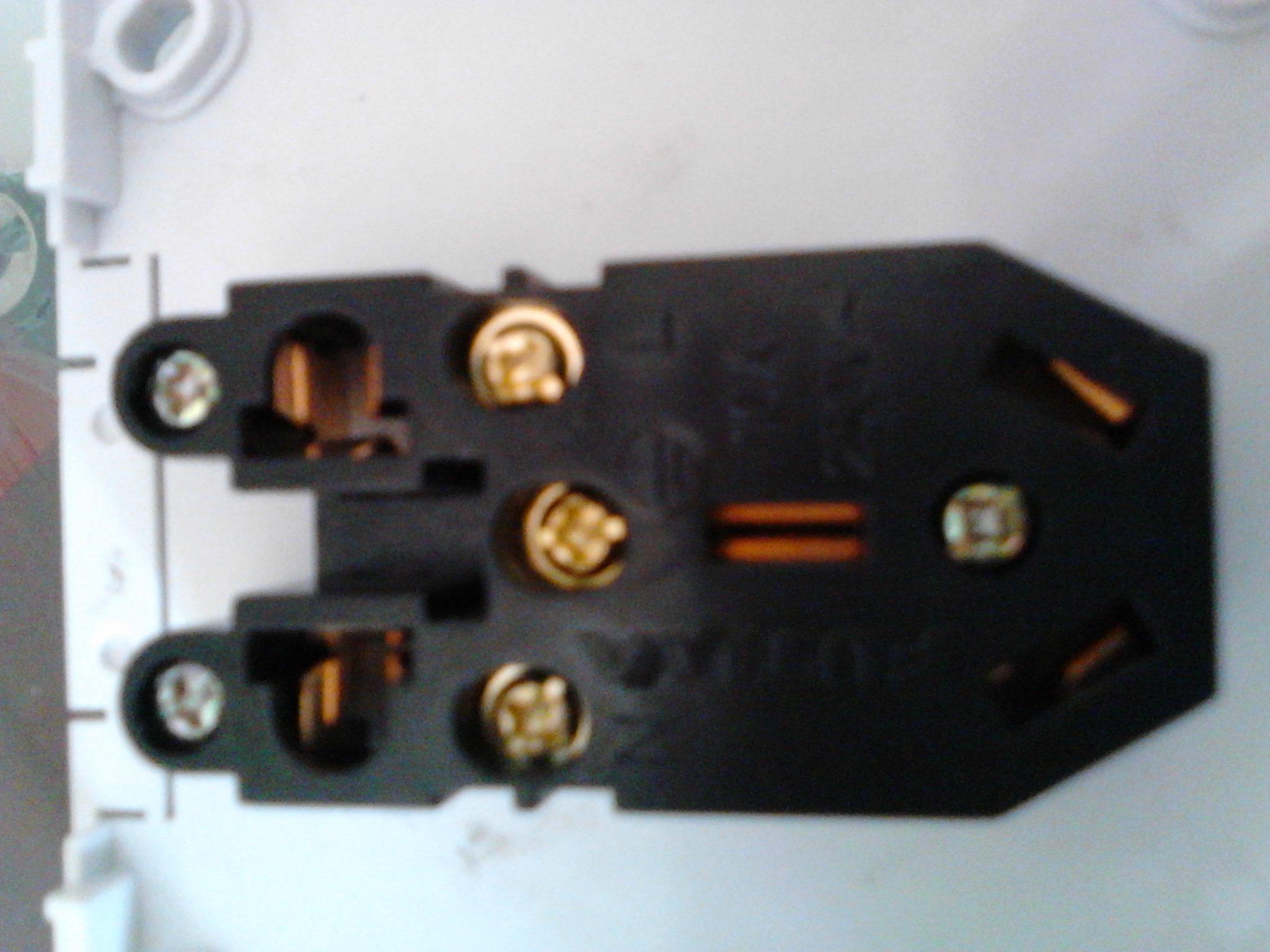插座不带开关的 上面是插座的照片 求连接示意图高清图片