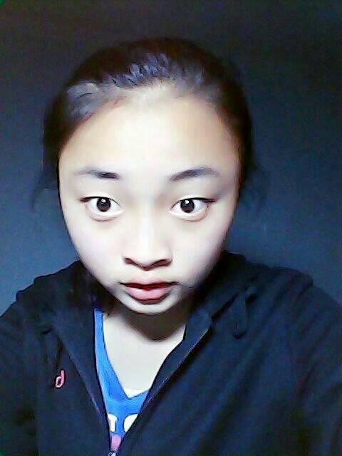 我是14岁的初一女生,额头高图片