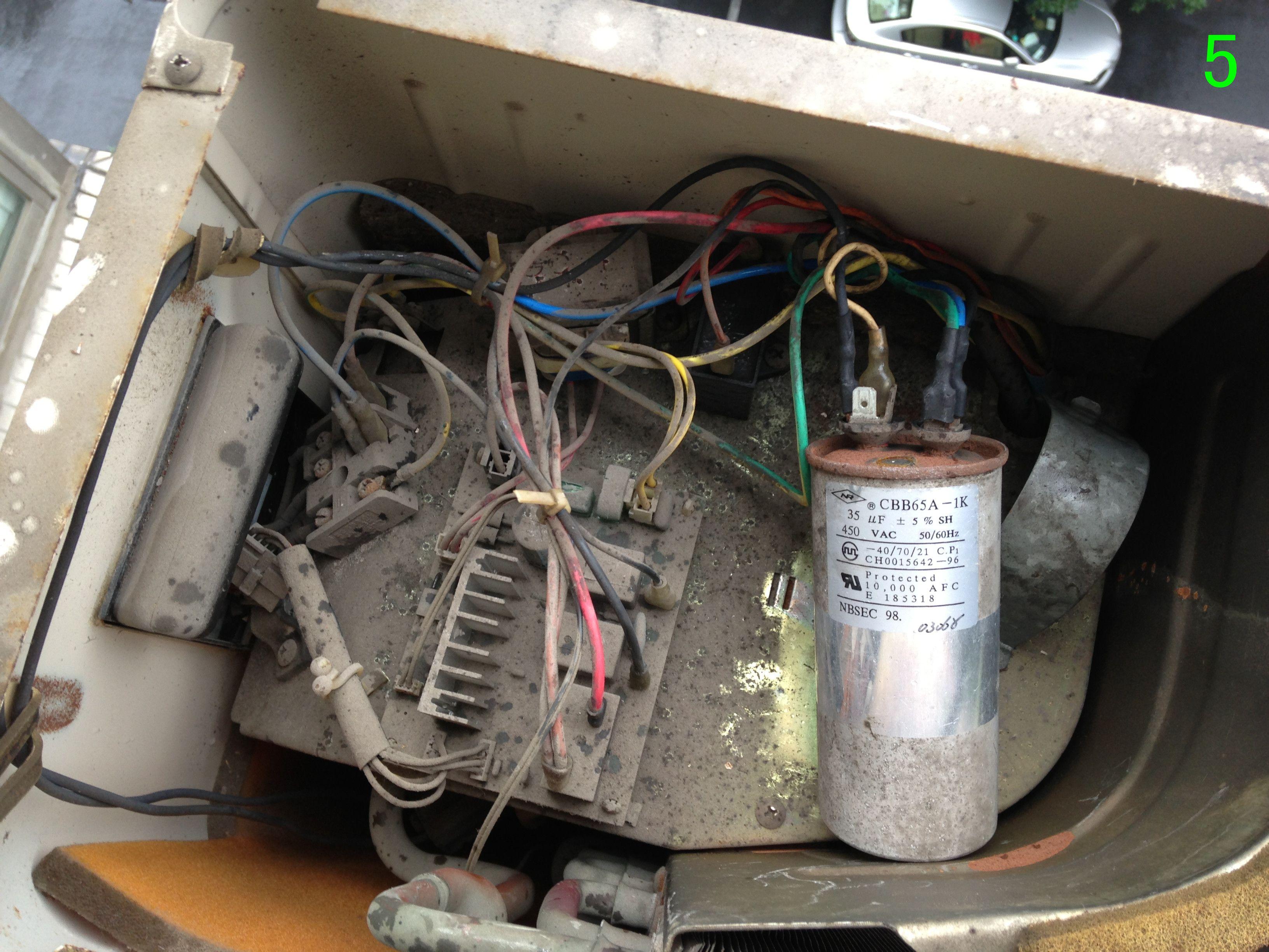 空调外机的电容坏了,买了新电容(有2个接线柱,6个插头图片