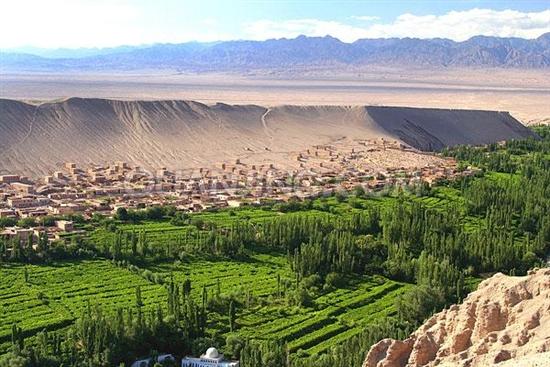 新疆吐鲁番的葡萄沟