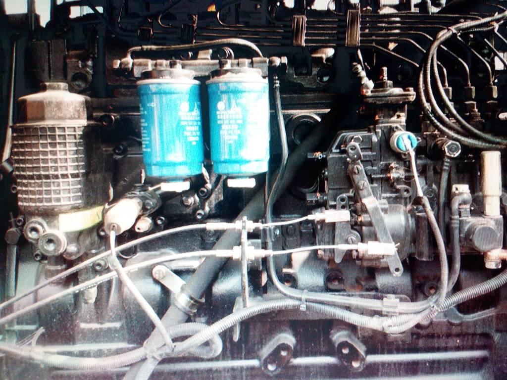 请问柴油发动机油泵上这个电磁阀是什么作用的?图片