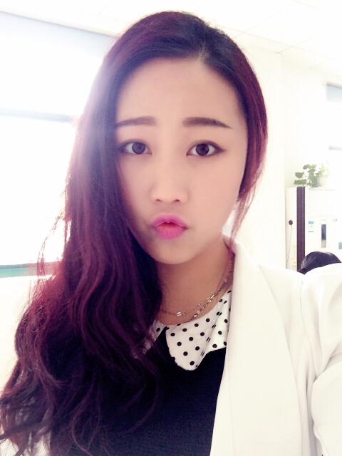 女24岁 瓜子脸 中长发 烫什么样的发型合适 最好是有图片参考图片