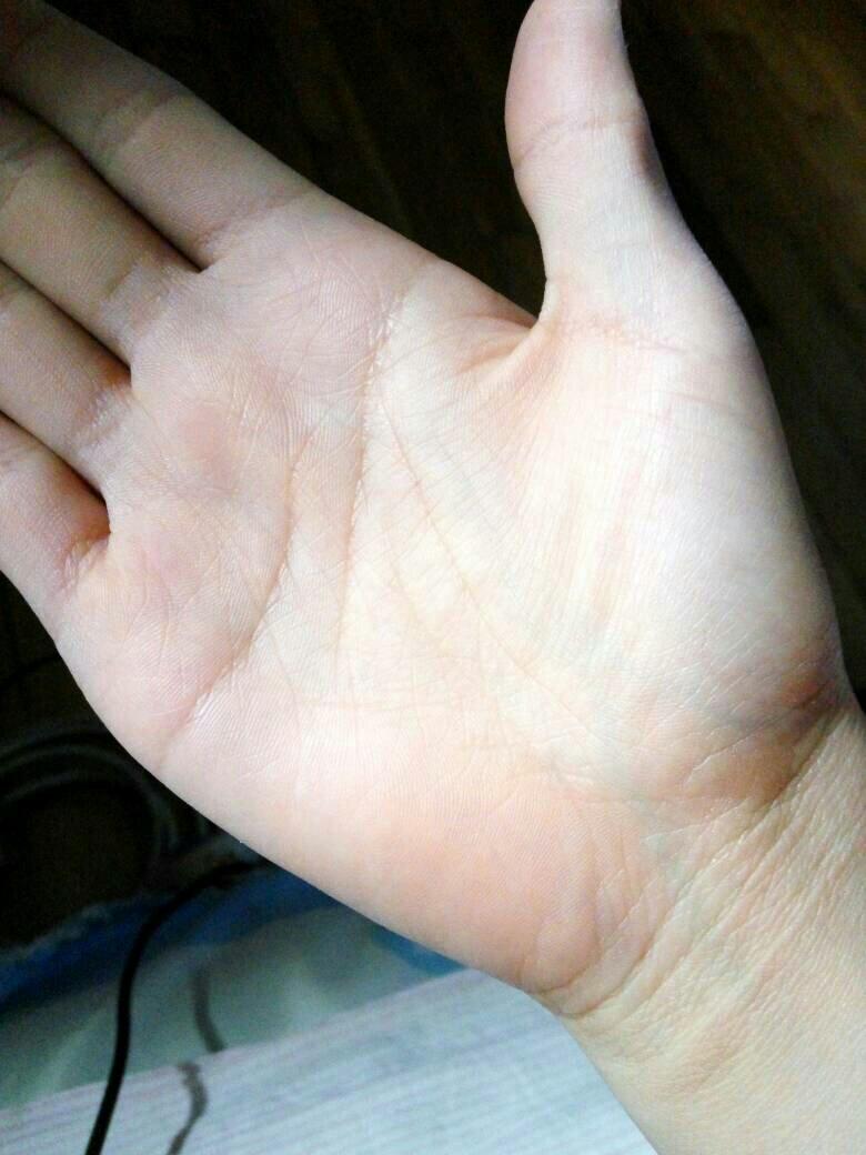 女生掌纹_女生,右手掌纹成爪字,什么意思,特别清楚的一个爪字,求解读