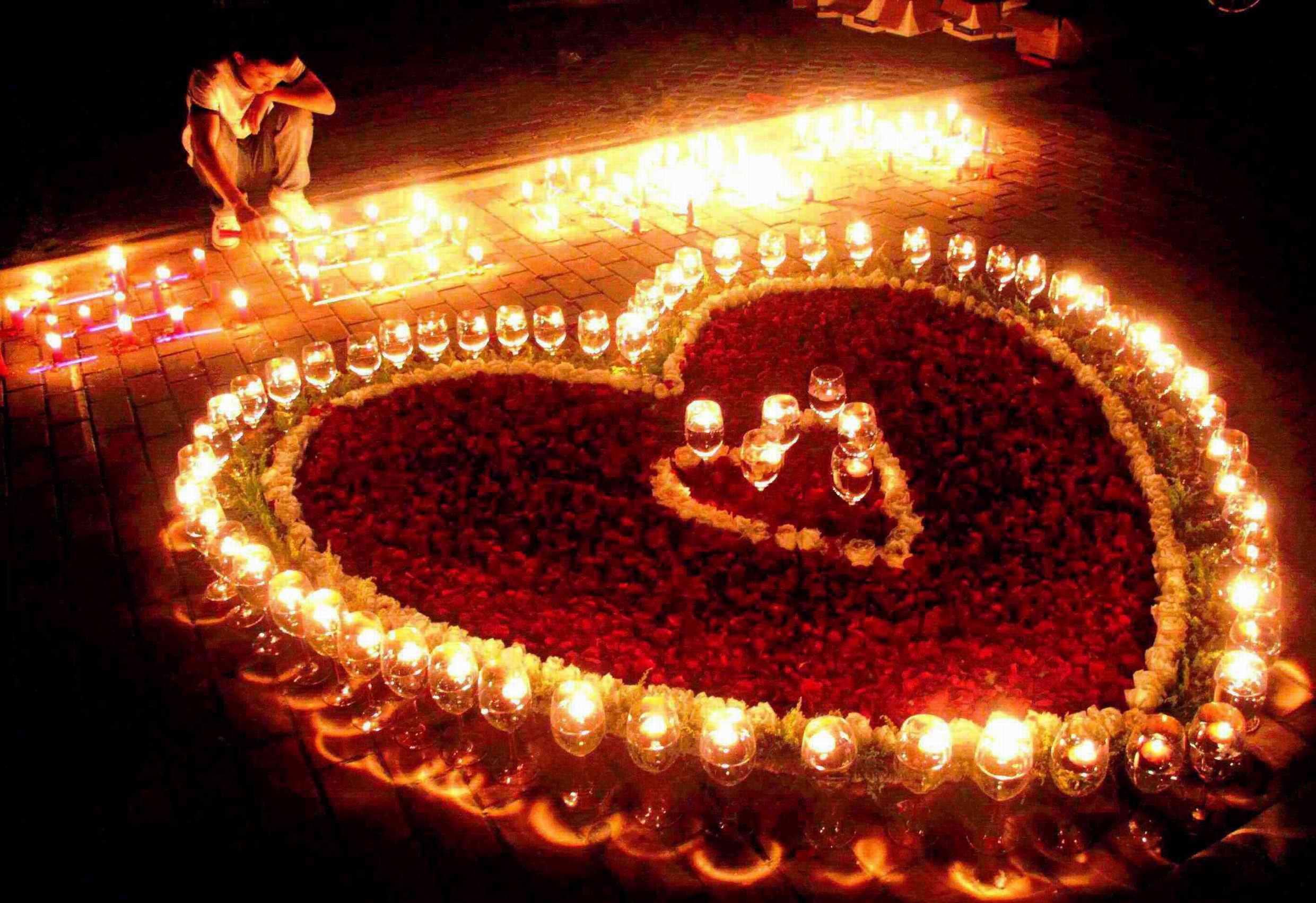 怎么摆心形蜡烛图片大全_怎么摆心形蜡烛图片下载; 用蜡烛拜出心形图片