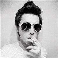 戴墨镜的男生头像图片