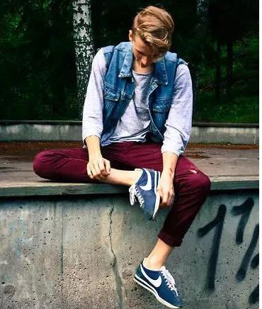 运动鞋可以搭配休闲裤吗?图片