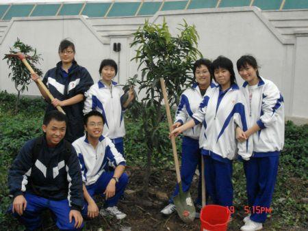 求广州市第一中学的校服的图片.详细一点图片