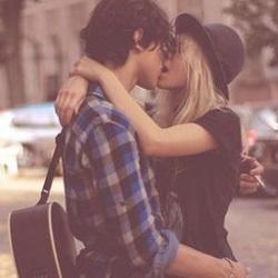拥抱接吻我来图片