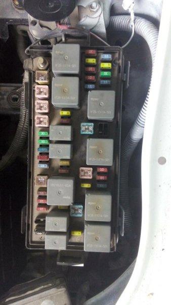 奇瑞东方之子前舱保险丝继电器盒电路图高清图片